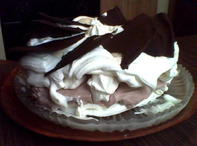 girandola di panna cioccolato e meringhe