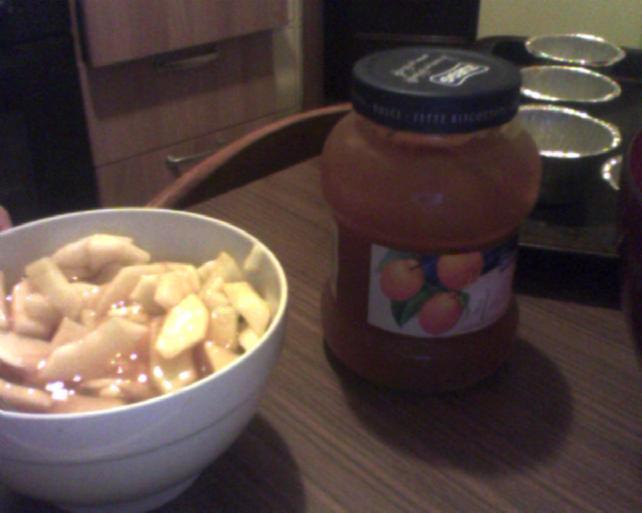preparazione dei muffin alle mele e vellutata di albicocche